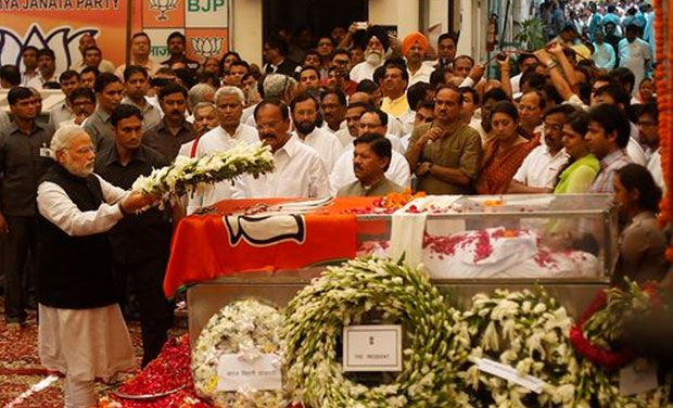 Gopinath Munde is mourned by all: from Prime Minister to film stars
